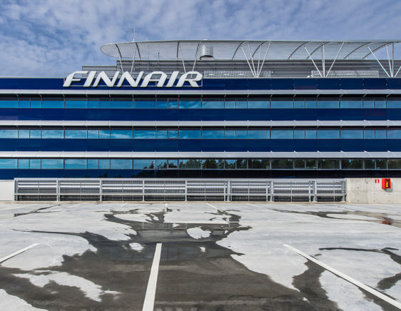 Finnair - louver facade - parking hall louvers - crash barrier - säleiköt - törmäyskaiteet - Alupro